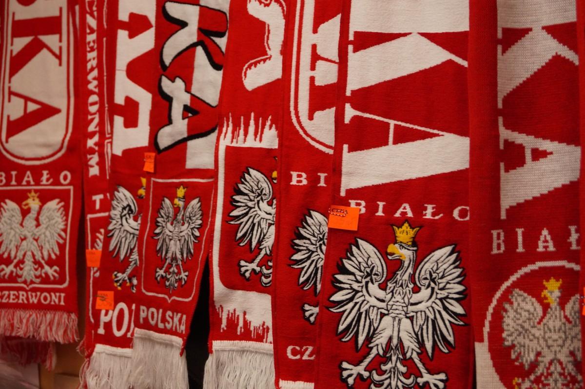 6a1e09739 Wiadomości, Polacy znowu pokochali gadżety hitem flagi szaliki nowym orłem  Sprawdzamy - zdjęcie, fotografia